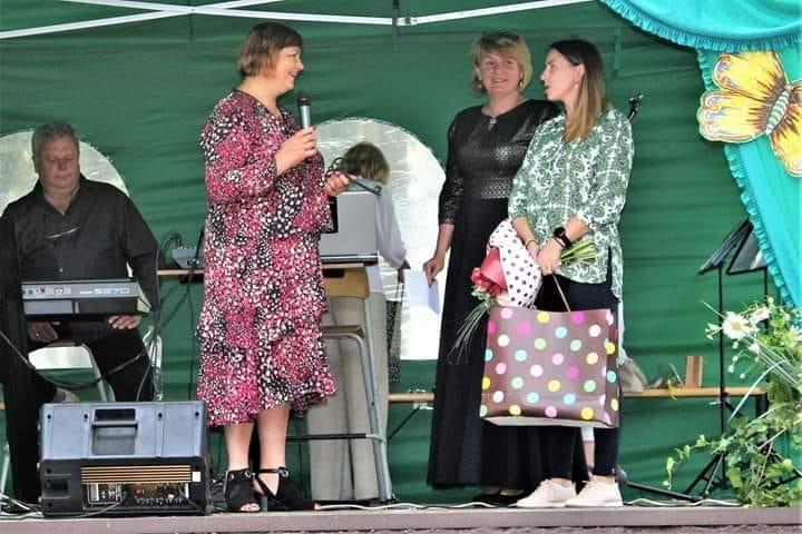 Net šešerius metus Beinaičių bendruomenės centrui vadovausi Rita Lankelienė raktą perdavė ir visokeriopos sėkmės palinkėjo naujajai pirmininkei Ilonai Mickevičienei.