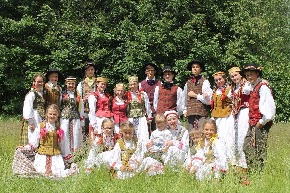 """Šiemet spalio mėnesį vaikų ir jaunimo folkloro ansamblis """"Smilgelė"""" švęs savo 9-ąjį gimtadienį. / Asmeninio archyvo nuotr."""