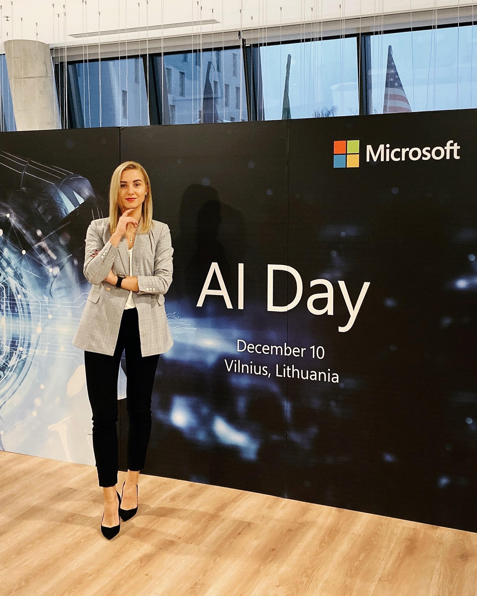 """23-ejų kėdainietė Akvilė Zubernytė jau spėjo padirbėti pasaulinės """"Microsoft"""" kompanijos būstinėse Lietuvoje ir Amsterdame, o šiuo metu ji profesinę veiklą tęsia globalioje 45 biurus visame pasaulyje turinčioje skandinavų technologijų ir skaitmeninės transformacijos paslaugų įmonėje """"Crayon"""". Asmeninio archyvo nuotr."""