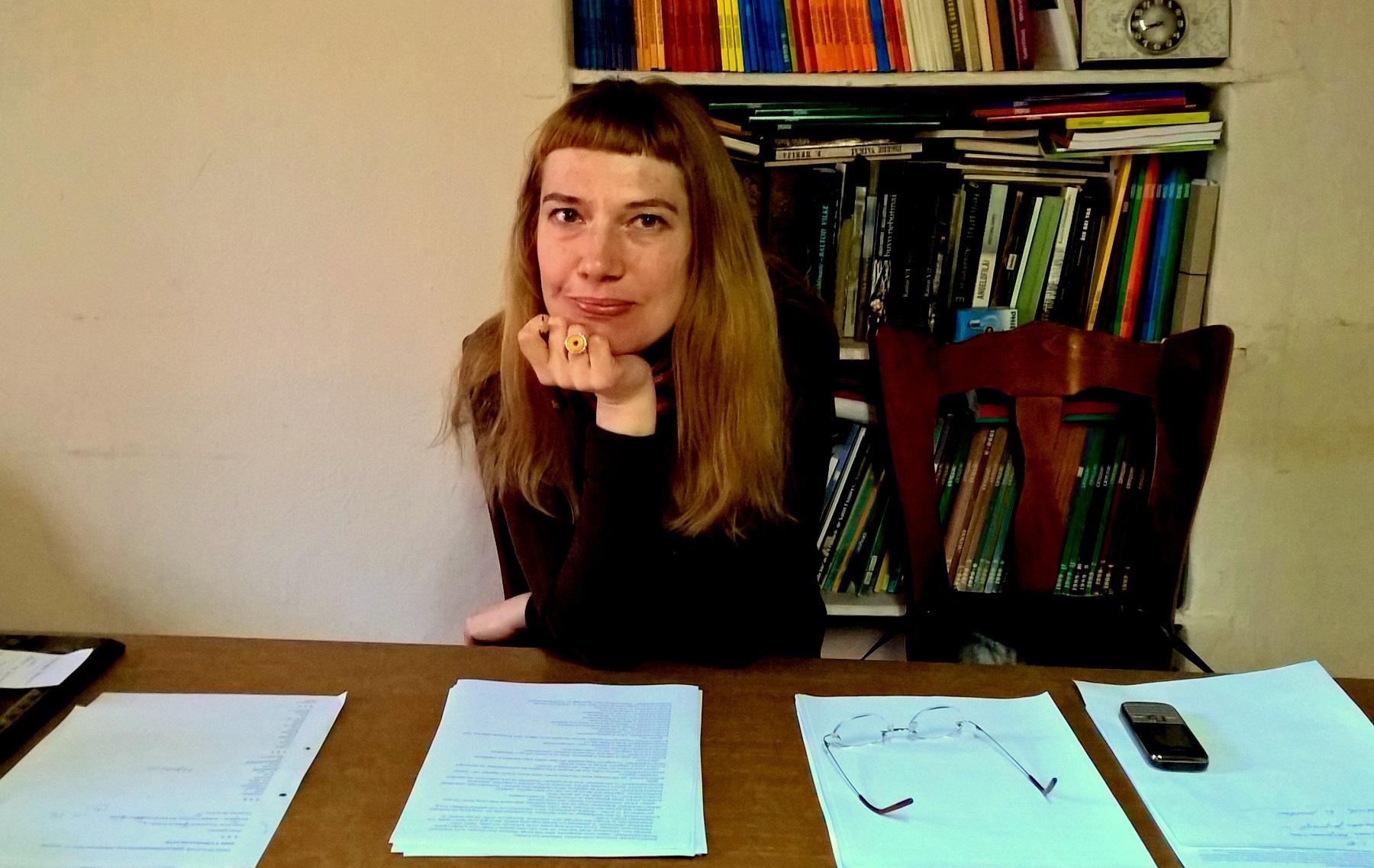 Pasak rašytojos L. S. Černiauskaitės, popierinės knygos vis dar populiarios, nes patiriame jas visomis juslėmis – ne tik regime, bet ir liečiame, uodžiame, girdime.