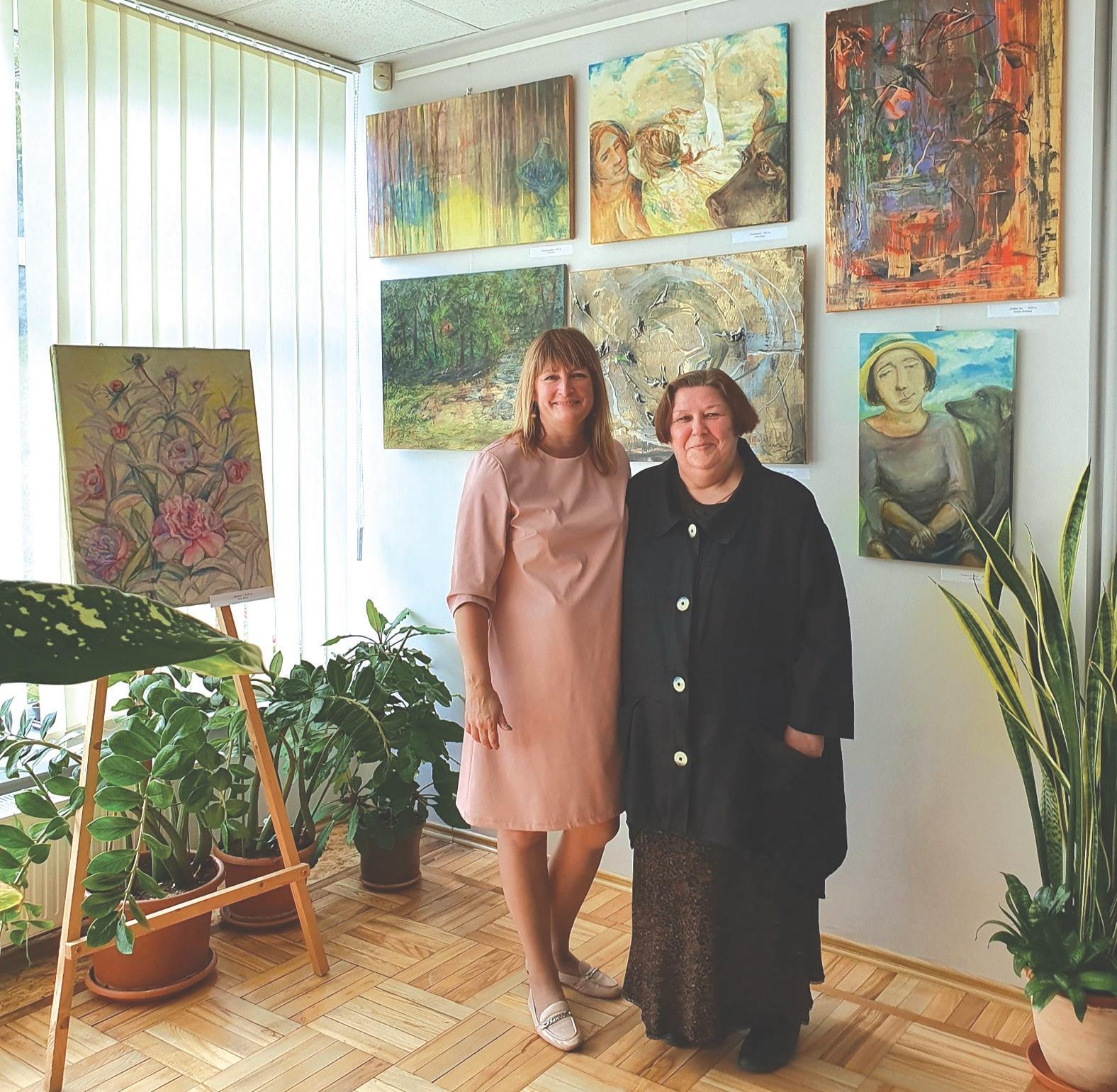 """Jei ne įžvalgioji mokytoja Irina Dima (dešinėje), kažin ar pašnekovė Natalja Donskaja būtų išdrįsusi į rankas paimti teptuką. """"Mokytoja I. Dima man labai daug davė. Būtent ji manyje išlaisvino kūrėją"""", – atskleidžia talentingoji kraštietė./Asmeninio archyvo nuotr."""