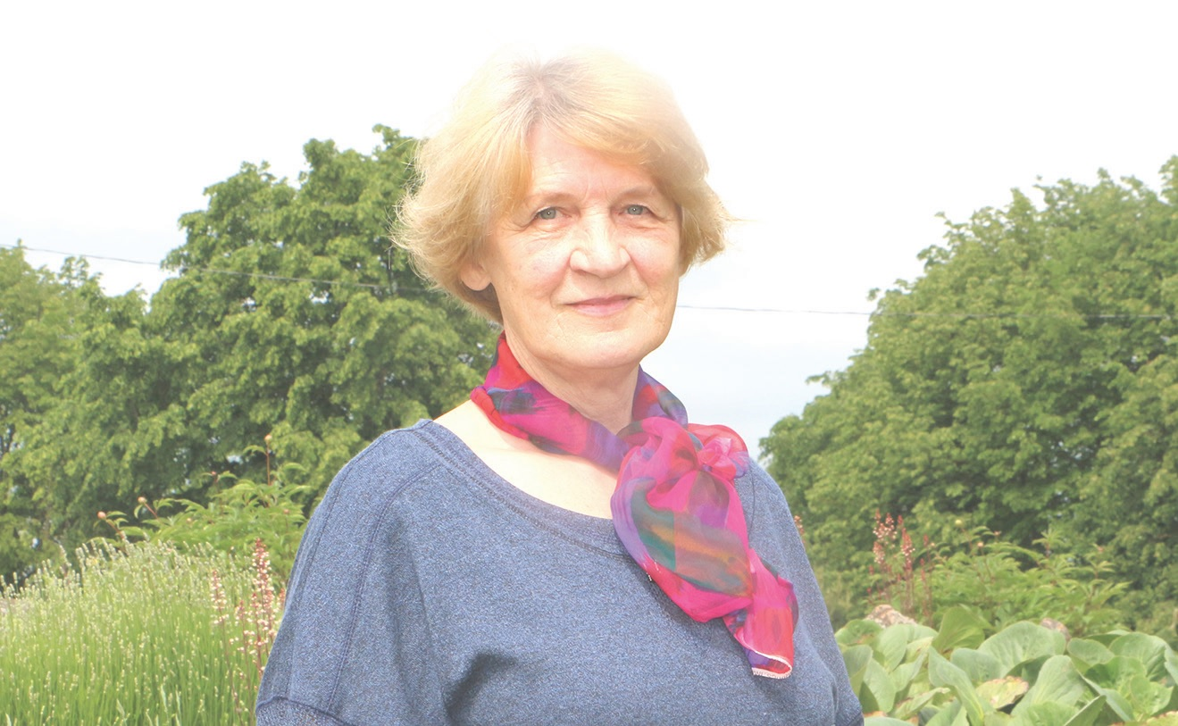 Genė Grinienė prie Pelėdnagių bendruomenės veiklos prisijungė nuo pat jos įsikūrimo ir tikina nė kiek to nesigailinti./Džestinos Borodinaitės nuotr.