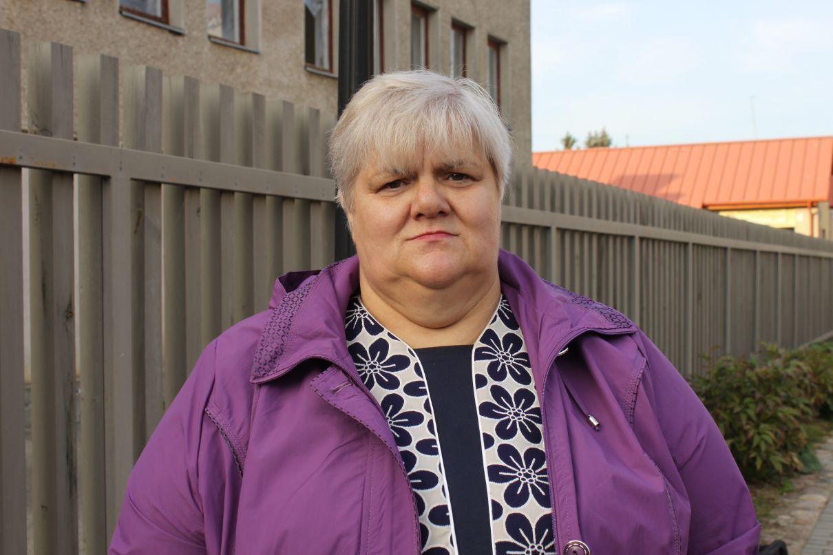 Iš Radviliškio rajono prieš 21 metus į Mantviliškį atvykusi Gražina maisto ruošimui neabejinga nuo seno./Džestinos Borodinaitės nuotr.