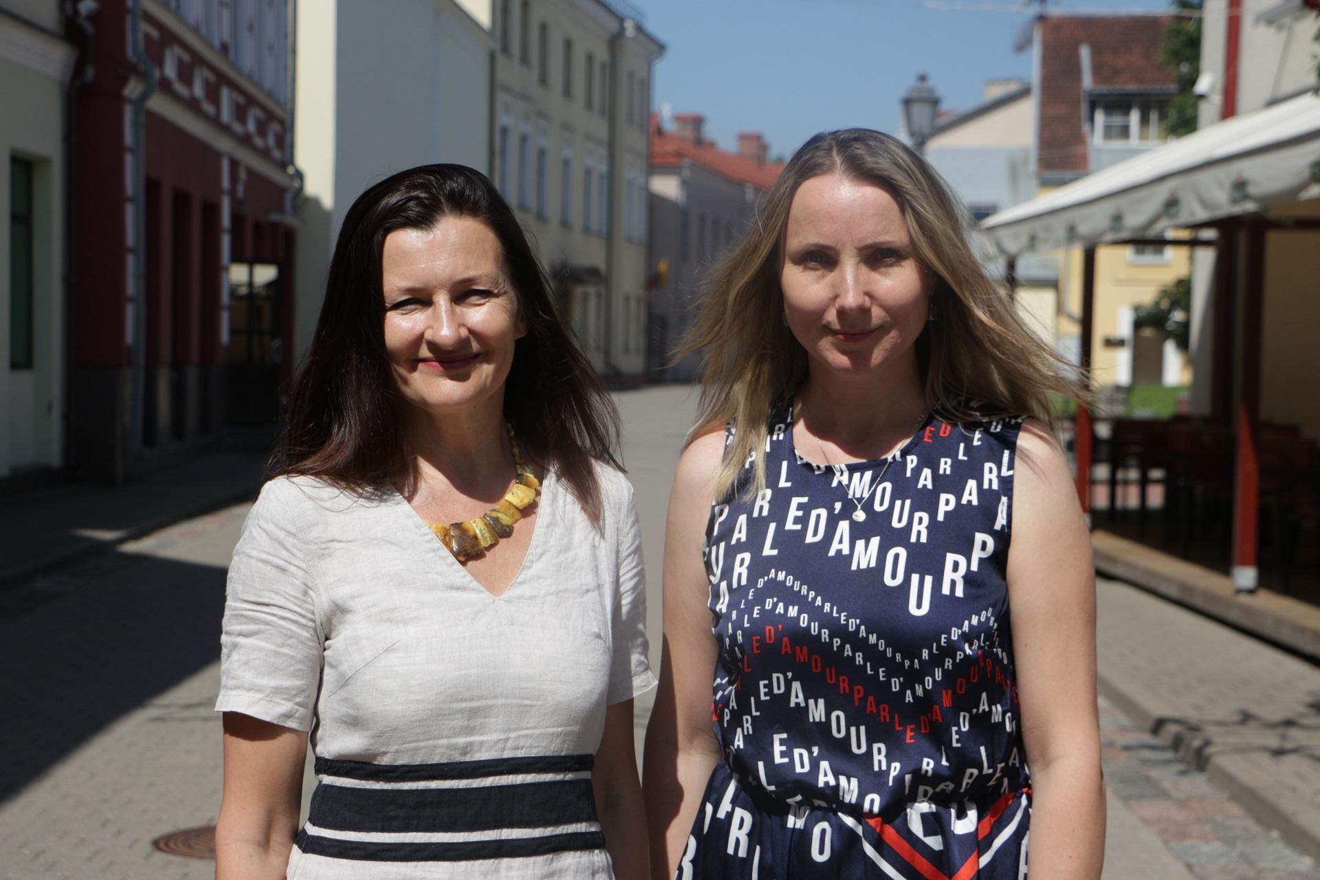 """Žinomos kino kūrėjos prodiuserė Živilė Gallego (dešinėje) ir režisierė Inesa Kurklietytė mūsų miesto gatves jau visai netrukus pavers didele kino aikštele– Kėdainiuose bus kuriamas ilgametražis nuotykių filmas vaikams """"Drugelio širdis"""". Aldo Surkevičiaus nuotr."""