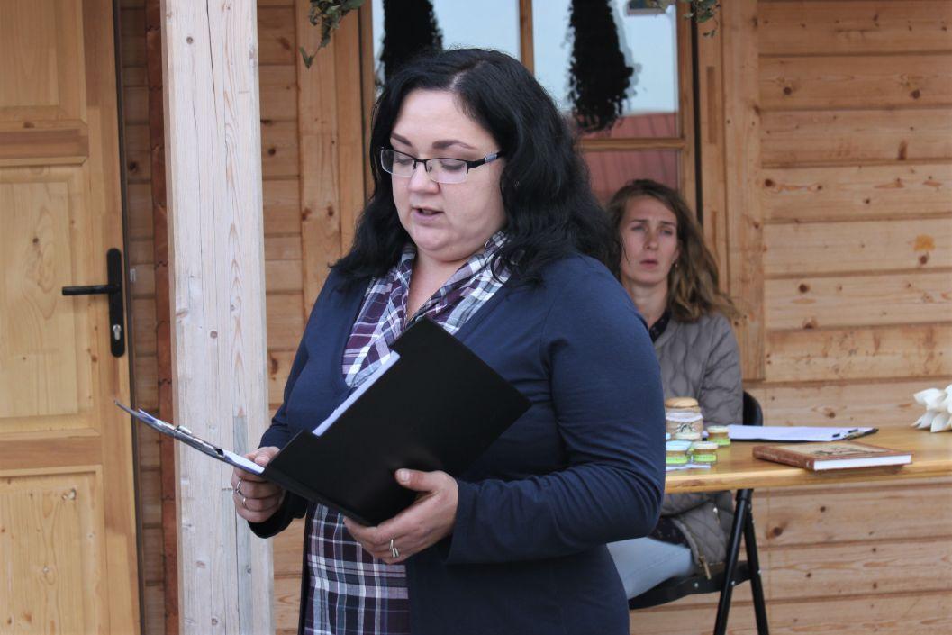 Mantviliškio bendruomenės prisistatymo metu bibliotekininkė Inga papasakojo apie pirtį ir jos tradicijas./Džestinos Borodinaitės nuotr.
