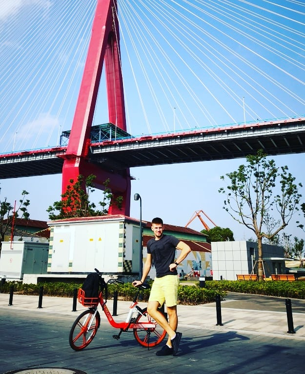 M. Plučius per devynis gyvenimo Šanchajuje mėnesius spėjo apžiūrėti tik pagrindinius turistų traukos centrus. Pažinti šį megamiestą geriau reikia daug daugiau laiko./ Asmeninio archyvo nuotr.