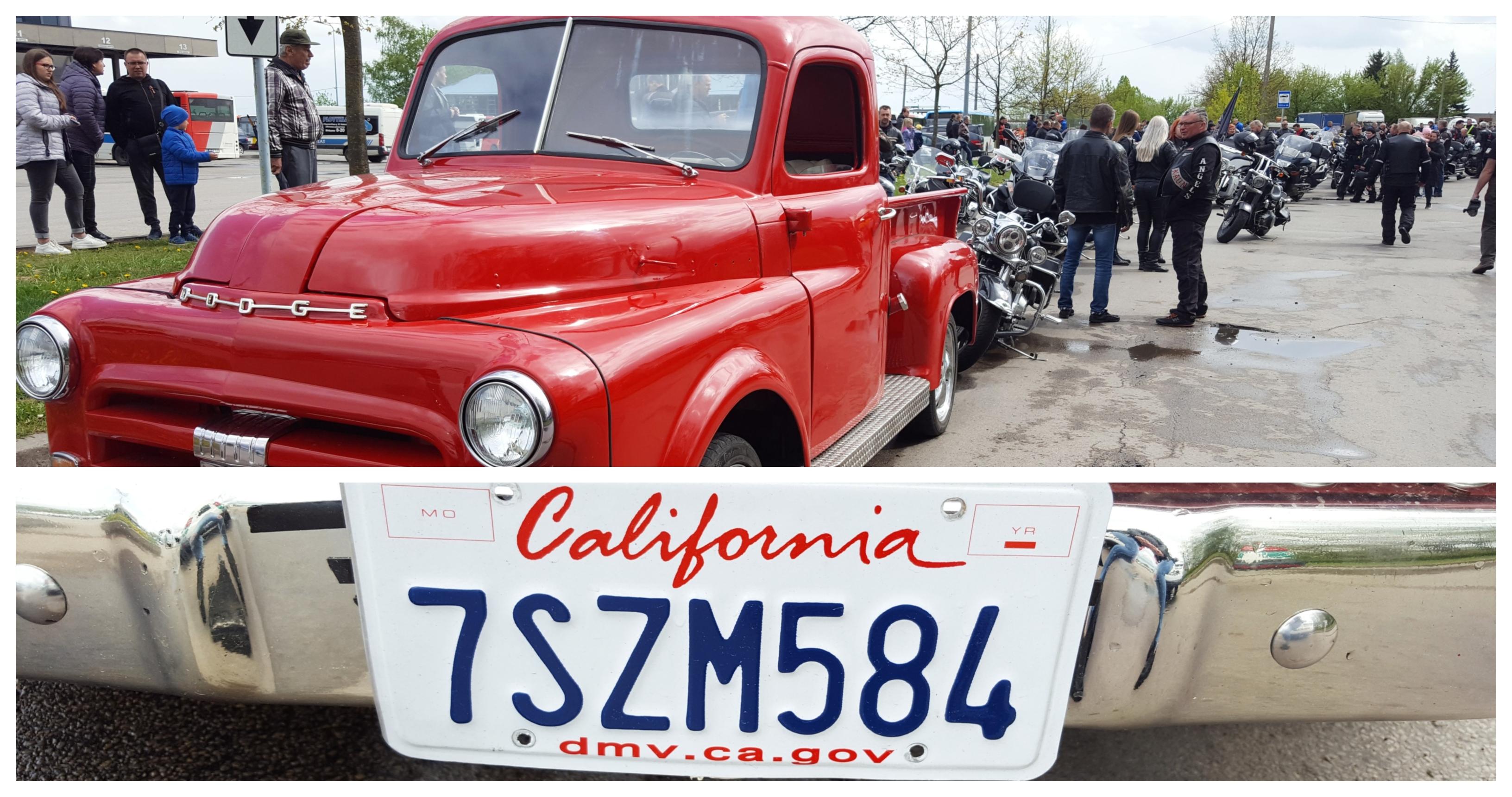 """Motociklininkų kolonos priekyje antrą kartą iš eilės riedėjo 1953 m. gamybos """"Dodge"""" markės sunkvežimis su plevėsuojančia Kėdainių rajono savivaldybės vėliava. J. Šveikytės nuotr."""