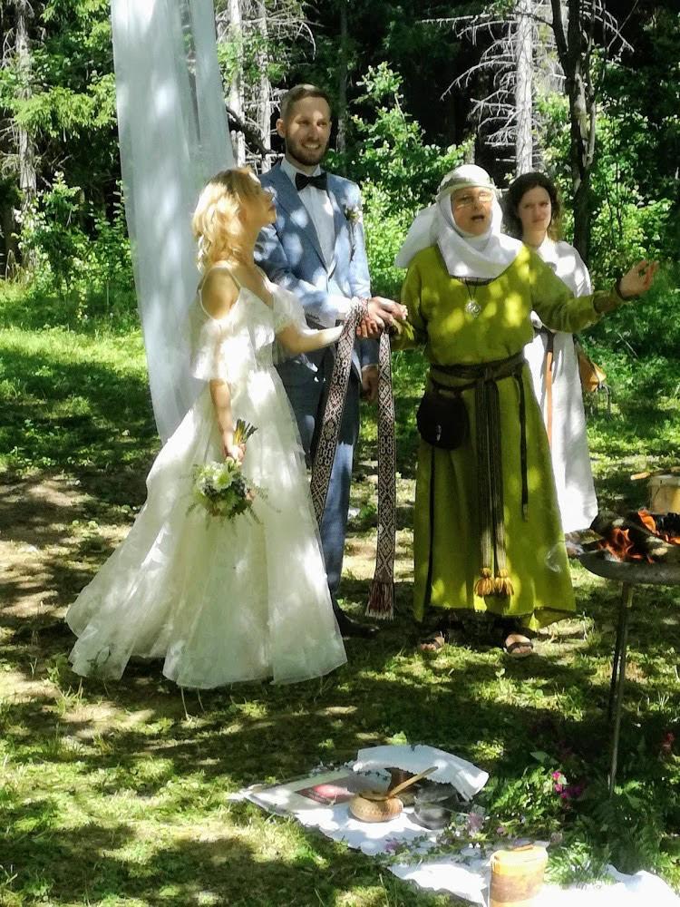 Indrės ir Mindaugo Ališauskų santuokoje buvo ir pačių jų sugalvotos priesaikos, ir širdžiai artima baltiška simbolika.