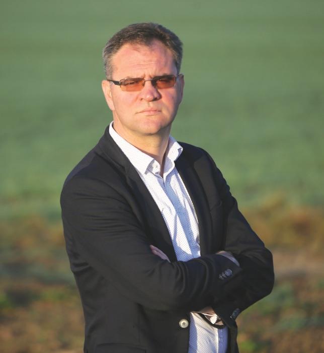 """Įmonės """"Krekenava"""" direktorius Vaidas Lebedys sako, kad šiųmetė javapjūtė sudėtinga, tačiau derliai geri. Algimanto Barzdžiaus / """"Rinkos aikštės"""" archyvo nuotr."""