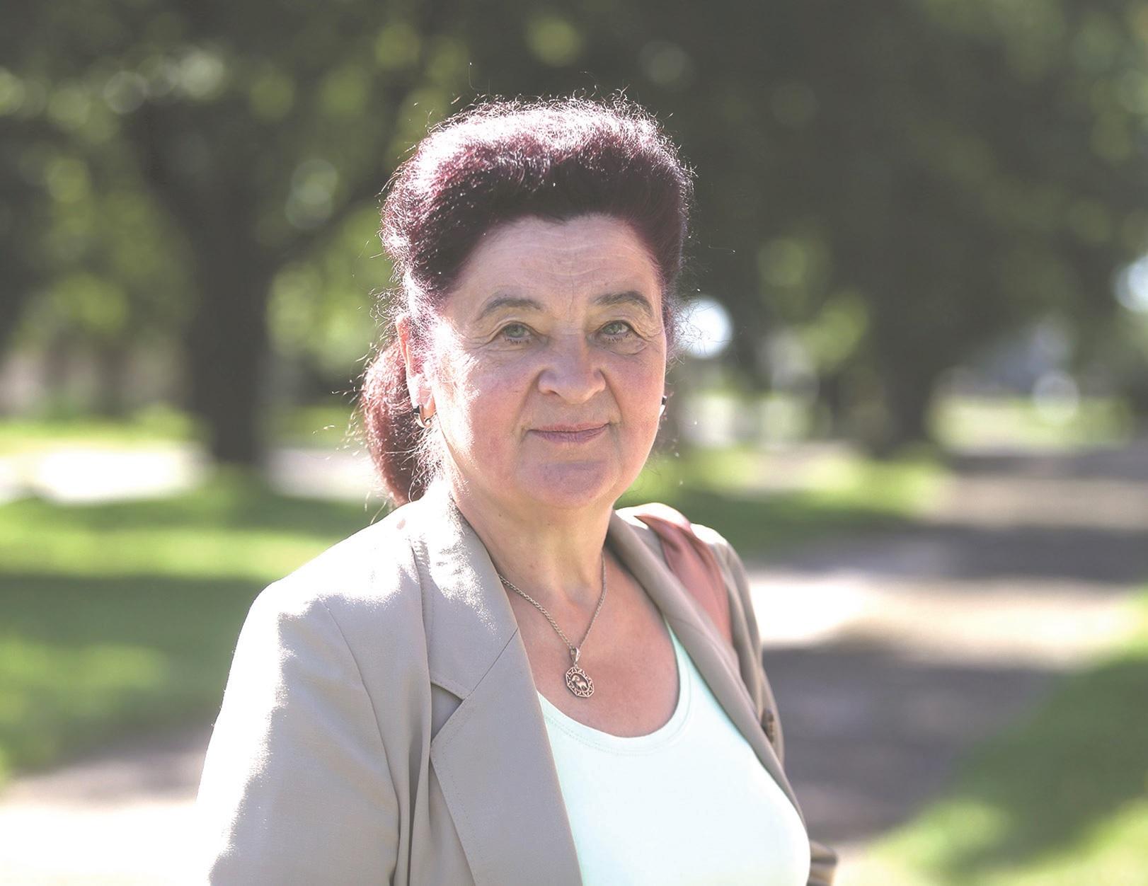 Rita Mockienė pasitinka Pagirių lankytojus ir pasakoja miestelio istoriją.