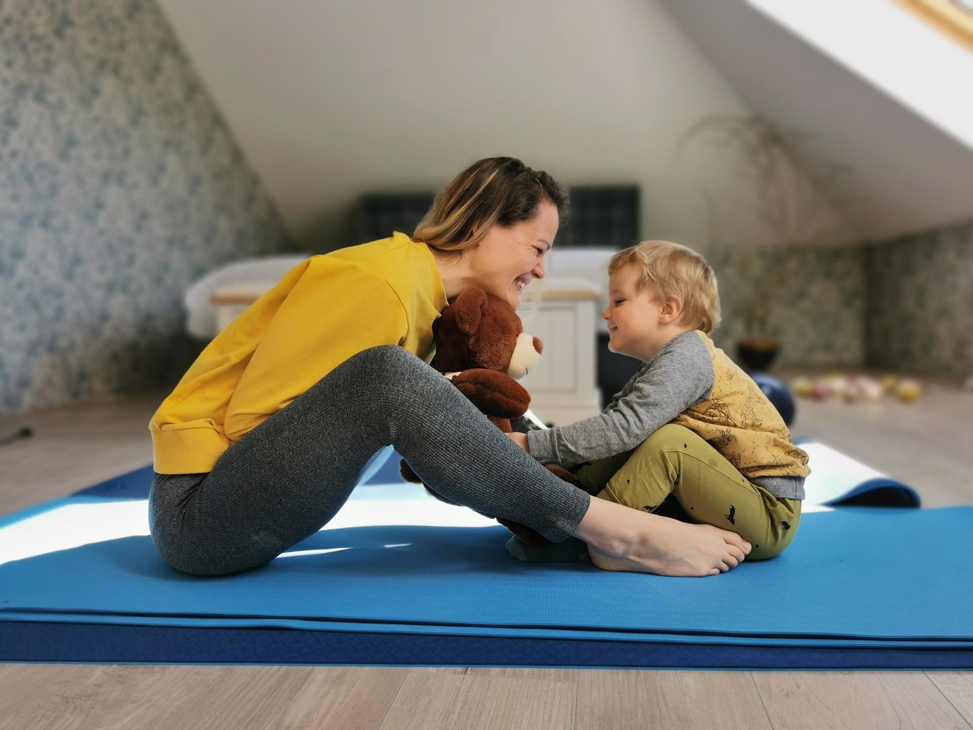 Treniruojantis namuose, kompaniją tėvams palaikyti tikrai mielai sutiks ir atžalos. Tik pakvieskite juos! Asmeninio archyvo nuotr.