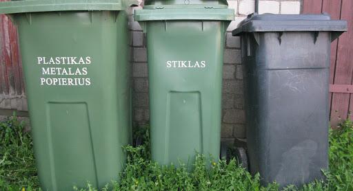 """Nuosavų namų gyventojai jau kuris laikas palengva eina """"zero-waste"""" keliu. Rūšiavimo konteineriai puikuojasi kone kiekvienoje privačioje valdoje. Asociatyvi nuotr."""