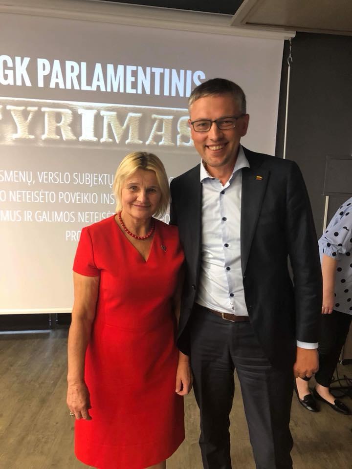 2.Tarybos narė Adelė Štelmokienė į Kėdainius pristatyti garsiojo parlamentinio tyrimo pakvietė jam vadovavusį Seimo narį, NSGK pirmininką Vytautą Baką.