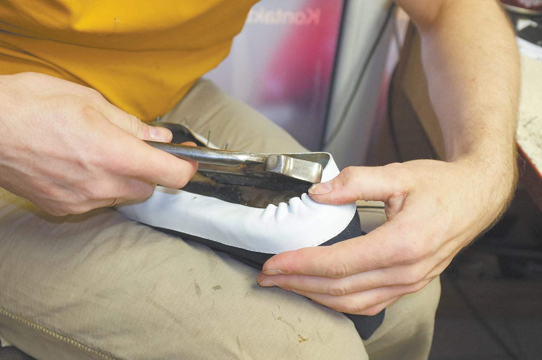 """Žanas Maslauskas: """"Žmonės kreipiasi, bet negali sau leisti mokėti 30 eurų už avalynės taisymą, nes jų pačių batai dažnu atveju tiek ir kainavo."""""""