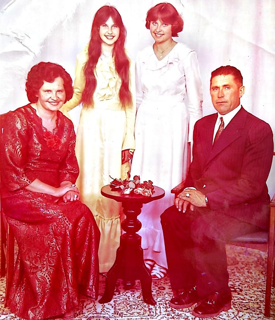 Aldona ir Petras Vileikiai su dukromis Rita (dešinėje) ir jaunėle Sauga. Asmeninio archyvo nuotr.