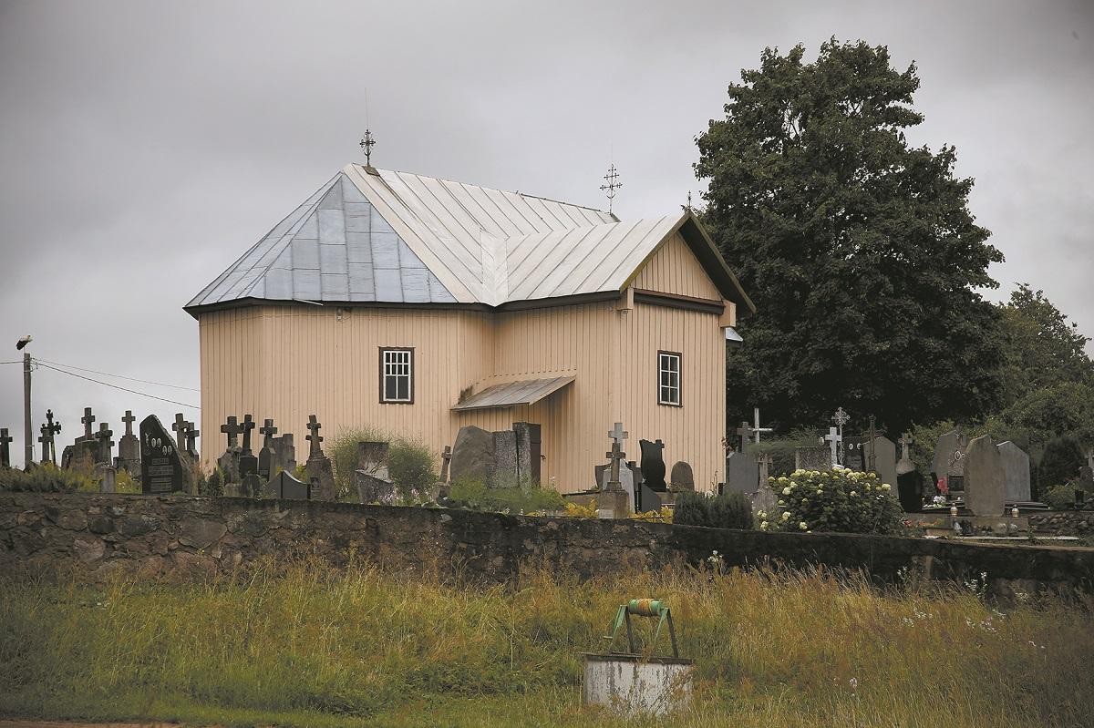 Dabar žinomiausias Juciūnų kaimo statinys – medinė koplytėle. Ji yra vis dar veikianti.