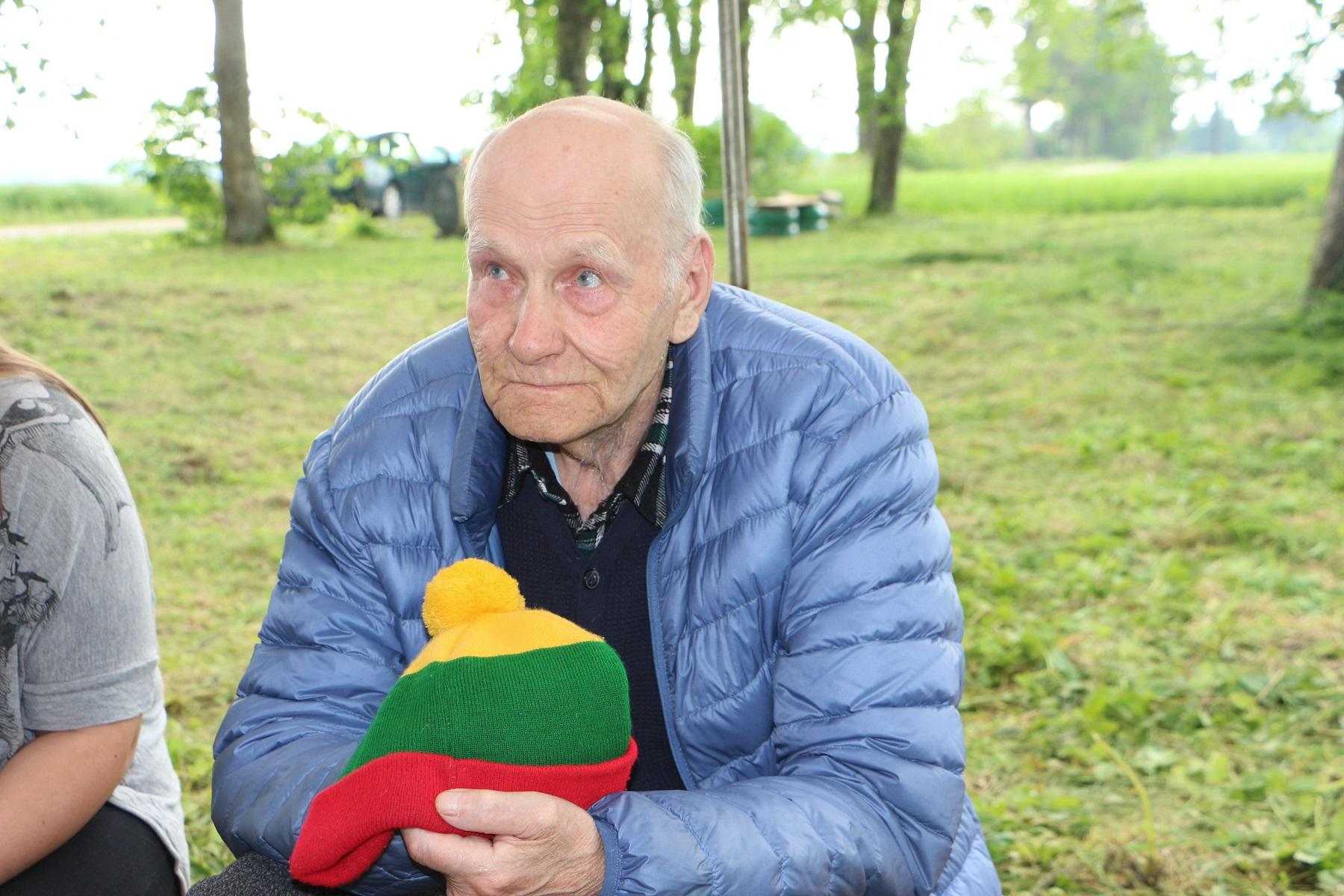 Juozas-Zigmas Šaulys-Bukauskas šiuo metu gyvena su dukra Zita ir Žilvinu.