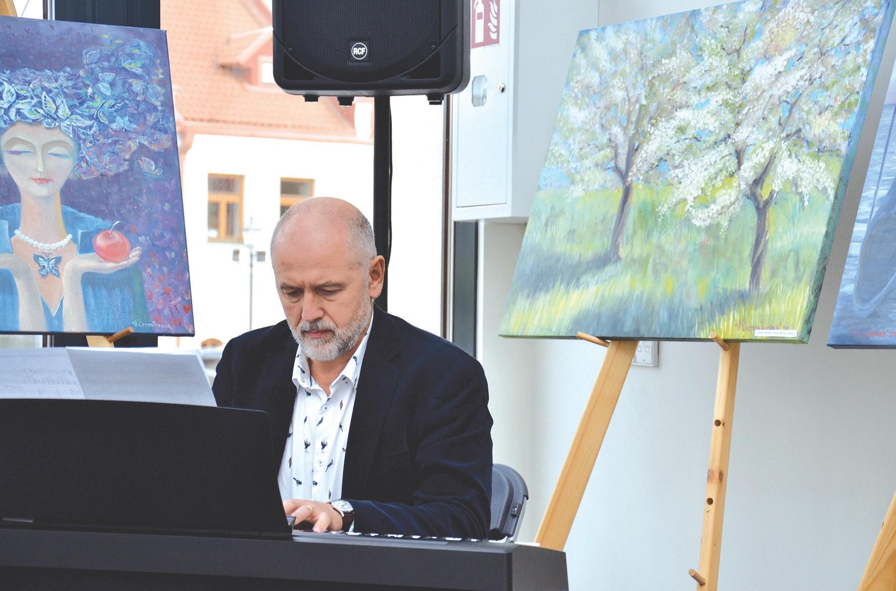 Renginyje skambėjo ir Muzikos mokyklos mokytojų atliekami kūriniai.