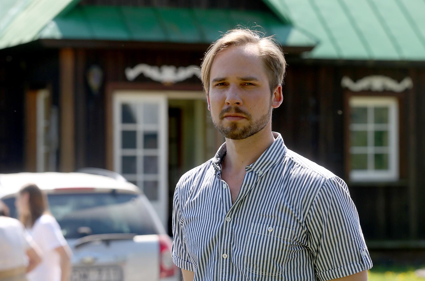 Operos solistui Jonui Sakalauskui yra tekę koncertuoti ir stebuklinga aura pulsuojančioje Paberžėje./ Algimanto Barzdžiaus nuotr.