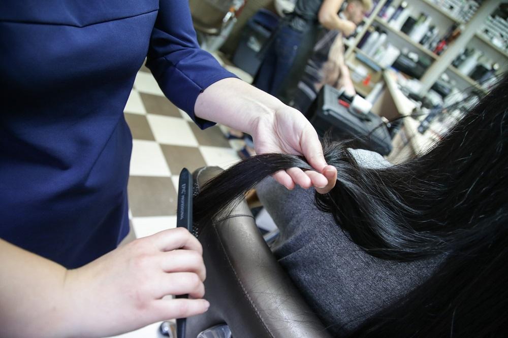 Daugiausia dėmesio plaukų priežiūrai turėtų skirti šviesiaplaukės, nes dėl didelio oksidanto procento plaukai linkę skilinėti ir būti pažeisti.
