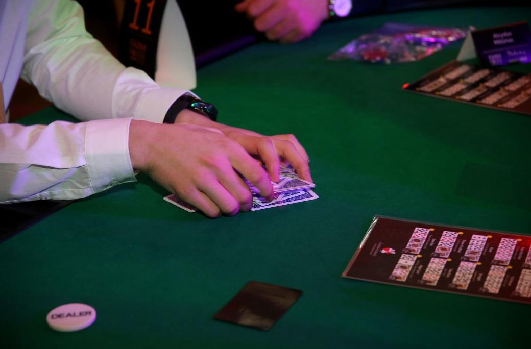 Priklausomybė nuo azartinių lošimų, dar kitaip žinoma kaip kompulsyvus lošimas arba ludomanija, laikoma psichikos sveikatos sutrikimu, vienu iš impulsų kontrolės sutrikimų.
