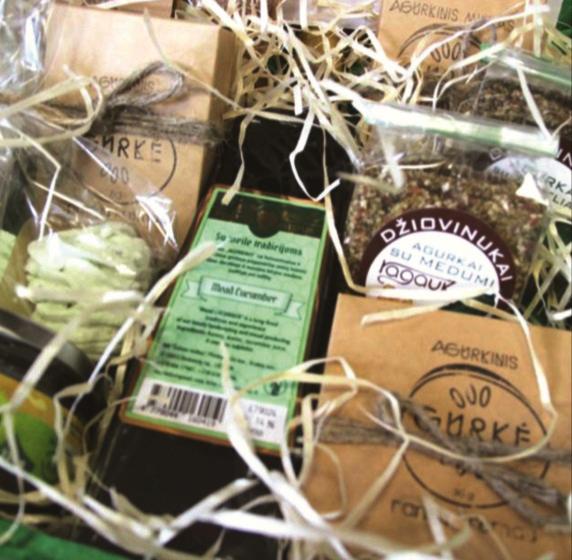 Receptų konkurso dalyvėms buvo įteikti kėdainietiški prizai – gaminiai iš agurkų.