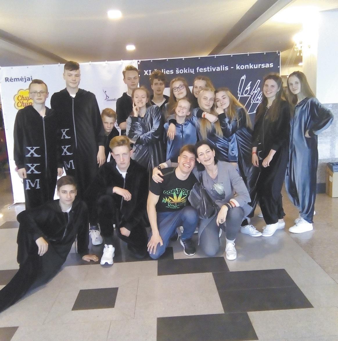 """Šviesiosios gimnazijos šiuolaikinių šokių grupė """"XXM"""" įvardijama kaip itin stilinga ir inteligentiška."""
