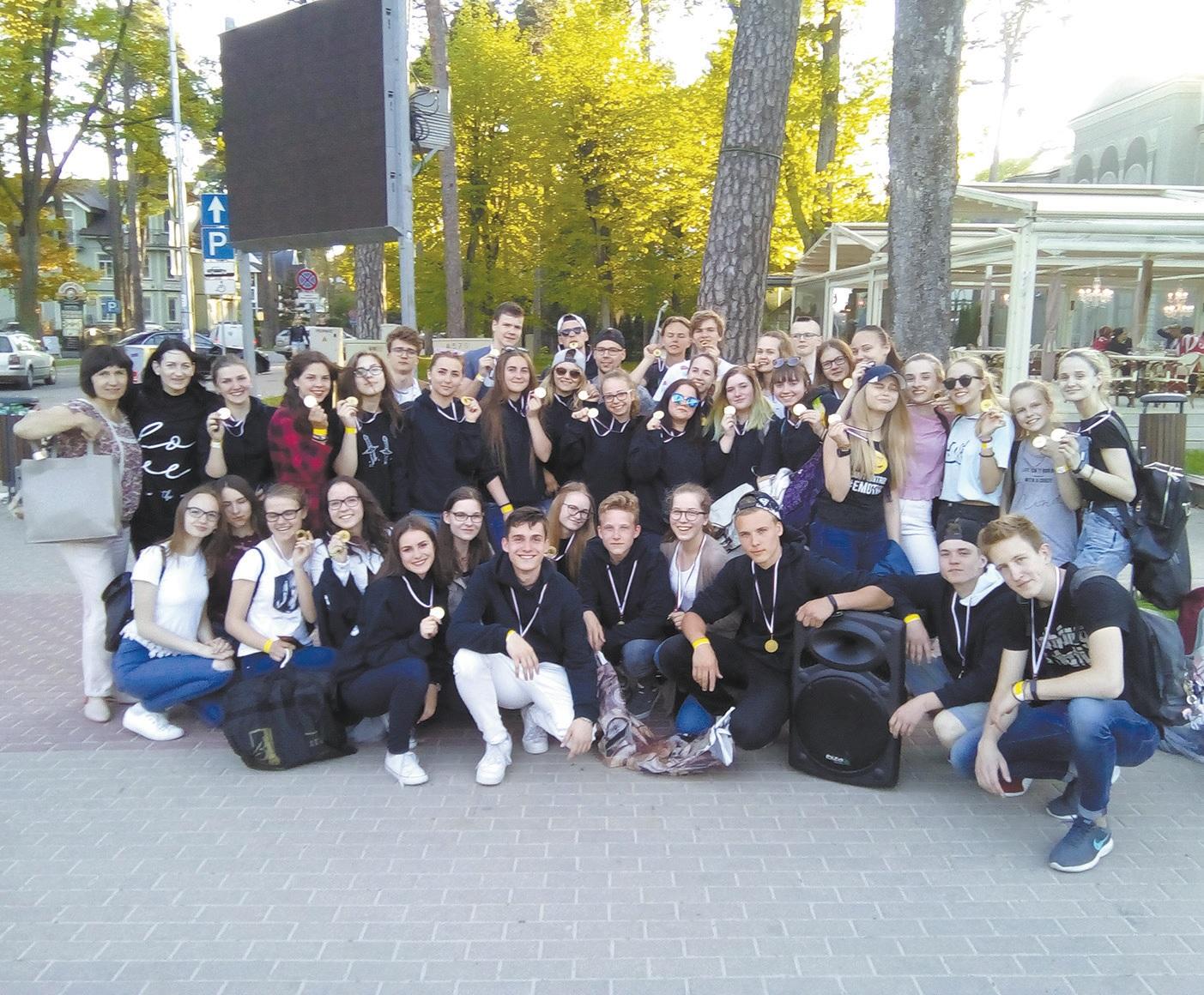 """Jūrmalos šokių festivalyje Ritos Rudokaitės-Stanišaukienės vadovaujamų kolektyvų """"XXM"""" ir """"Step by step"""" pasirodymai buvo įvertinti I ir II lygio diplomais."""