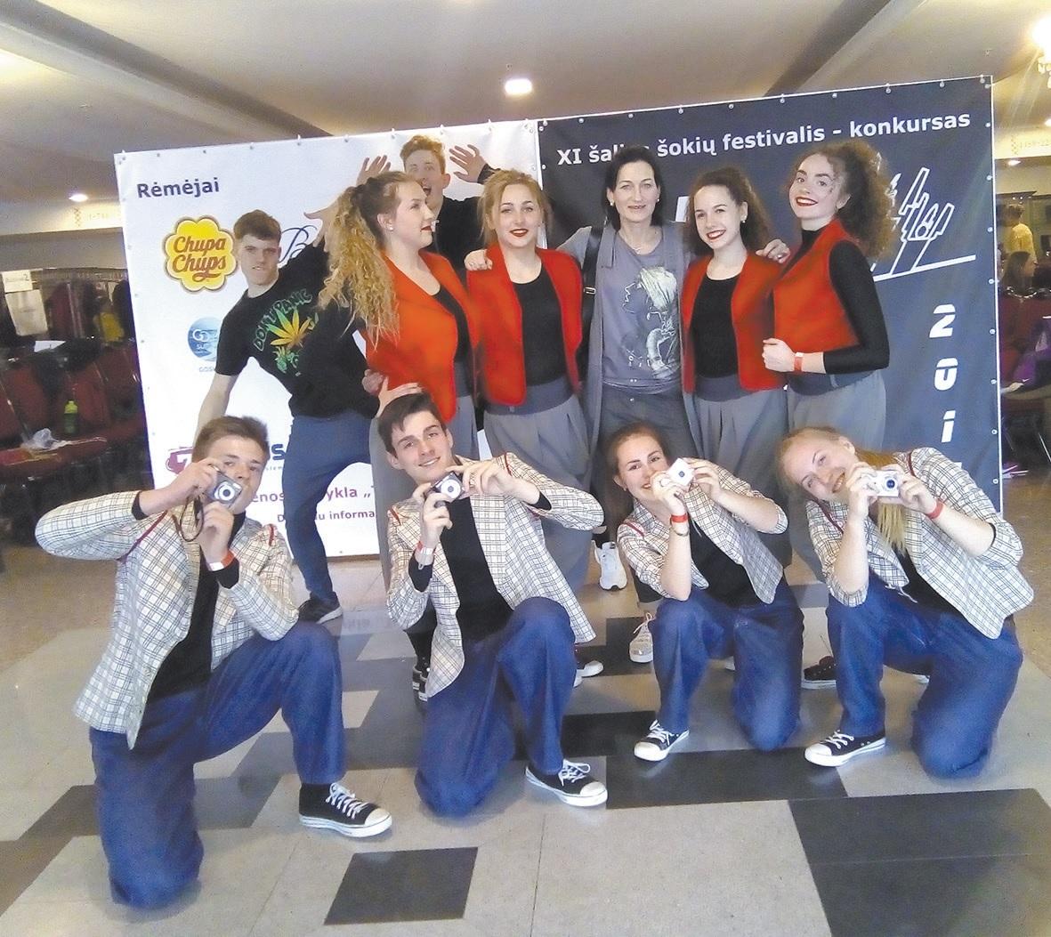 """Energinga Krakių kultūros centro šiuolaikinių šokių grupė """"Step by step"""" abejingų nepalieka."""