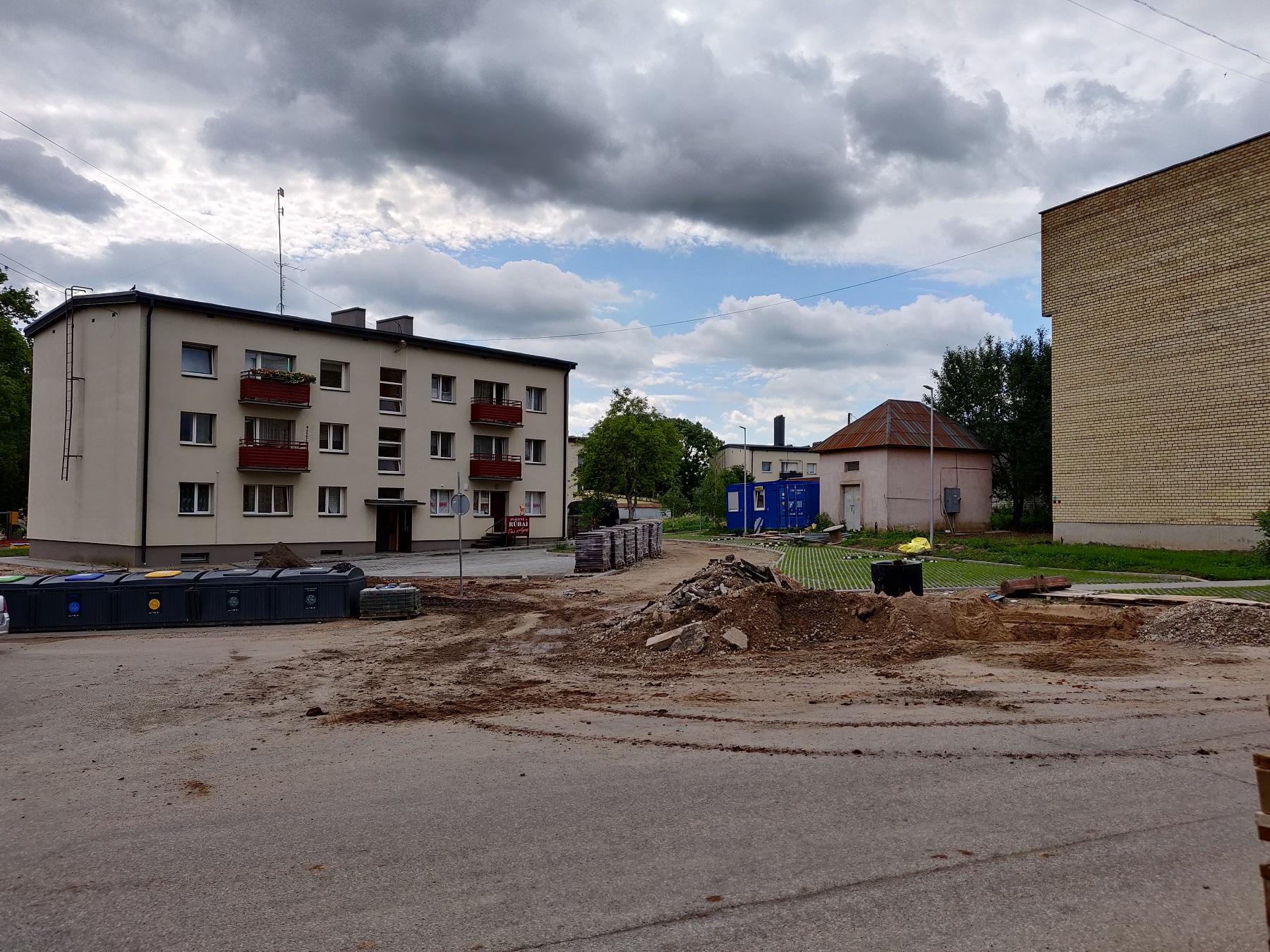 Dulkės kyla ir rekonstruojant Ramybės skvero kvartalą./ Aldo Surkevičiaus nuotr.