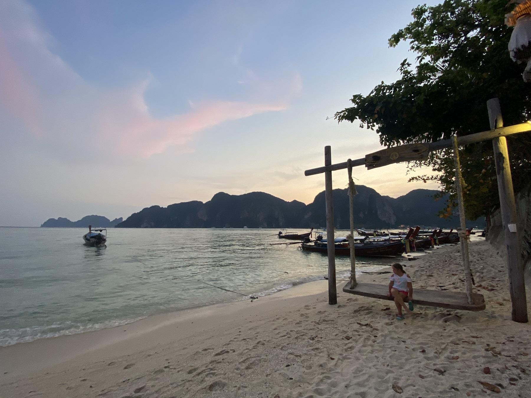 Tailande, panašiai kaip ir Lietuvoje, karantinas buvo griežtas, buvo uždrausta maudytis net jūroje.