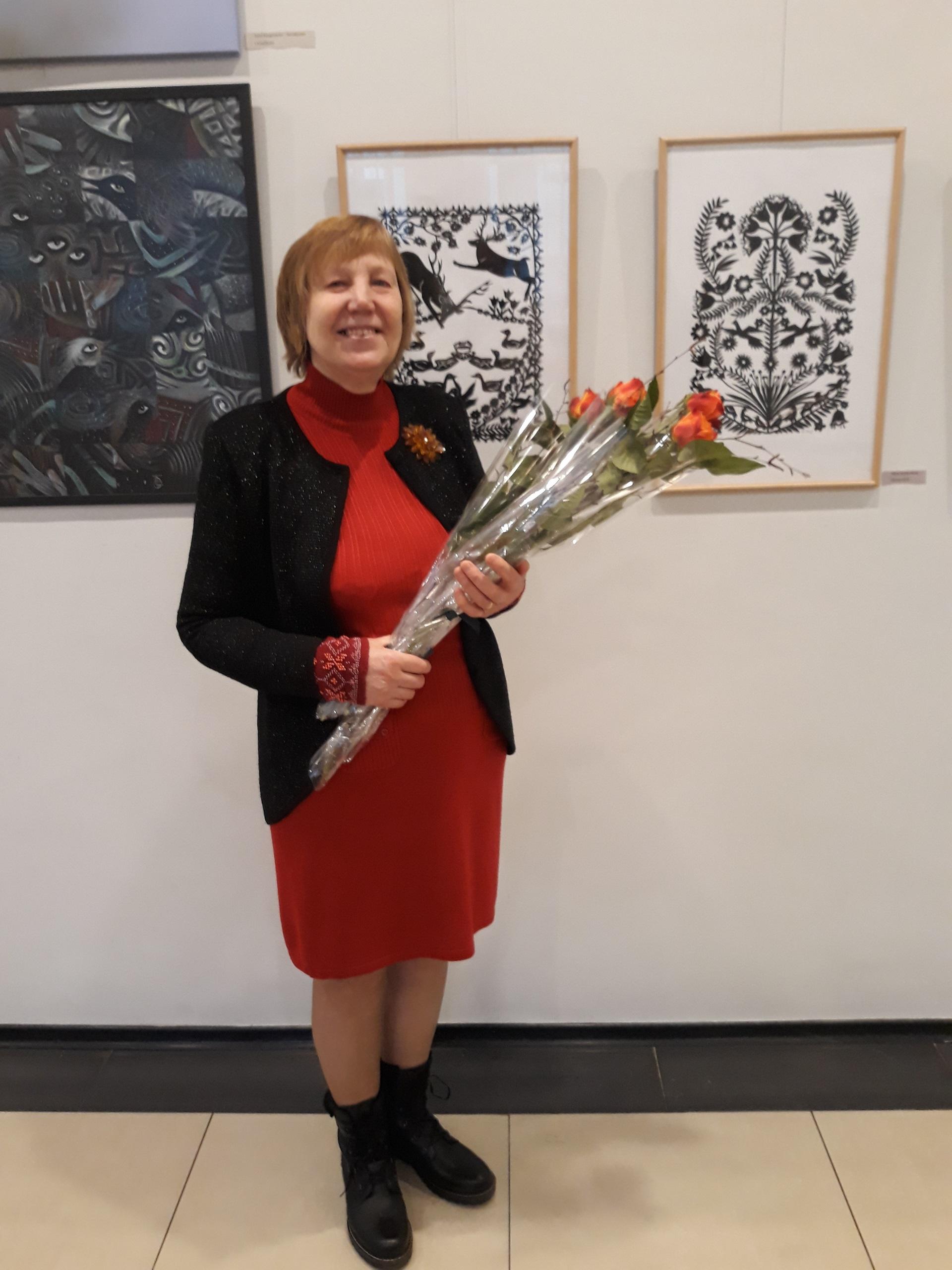 """Albina Mackevičienė: """"Per metus yra suorganizuojami bent du respublikinio masto karpytojų plenerai, kur suvažiuojame žymiausios Lietuvos karpytojos, nors aš savęs žymiausia nelaikau."""" Asmeninio albumo nuotr."""