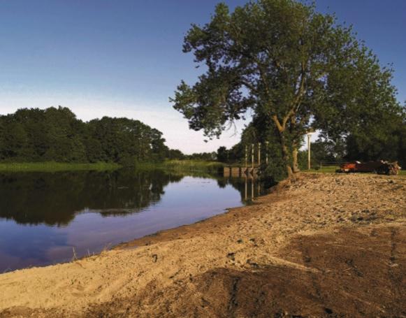 Veiklūs ir iniciatyvūs labūnaviškiai patys savo jėgomis sutvarkė senąjį paplūdimį Barupės upės slėnyje. Andriaus Kasparavičiaus nuotr.
