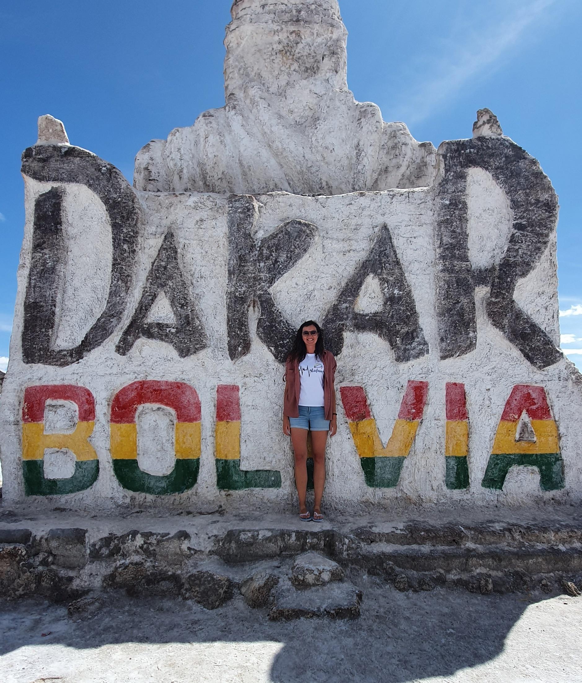 Prieš dvejus metus Pietų Amerikoje vykęs žymusis Dakaro ralis nusidriekė ir per Bolivijos teritoriją. Vietiniai tuo didžiuojasi, todėl iki šiol saugo viską, kas primena didžiąsias lenktynes. Asmeninio archyvo nuotr.