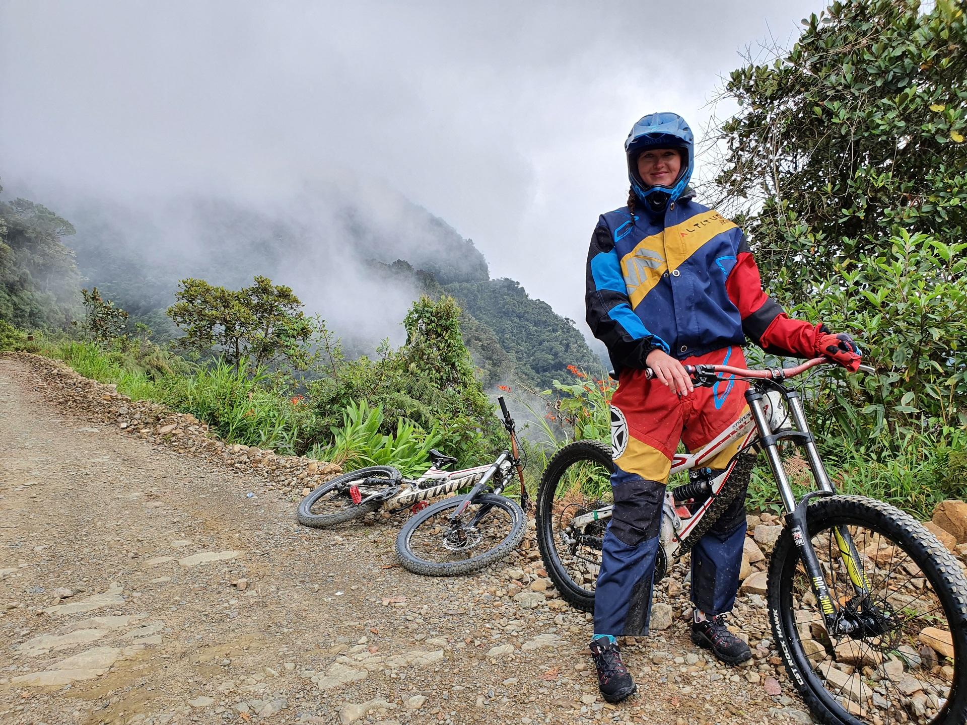 Otilija Bolivijoje dviračiu įveikė vadinamąjį Mirties kelią, kuris yra pasiglemžęs tūkstančius gyvybių. Asmeninio archyvo nuotr.