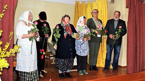 Beinaičių bendruomenė palaiko ryšį su Jonavos teatru, kuriame vaidina kraštietė Bronė Zubrickaitė. Asmeninio archyvo nuotr.