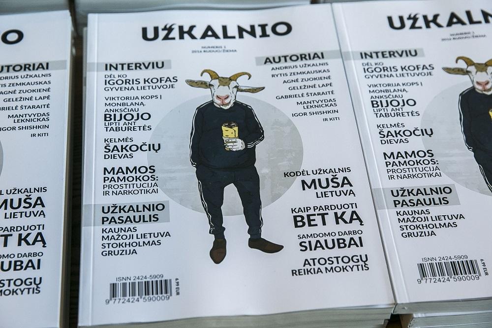"""""""Užkalnio žurnalo"""" vyriausioji redaktorė Fausta Marija Leščiauskaitė sako, kad žurnalams šiais laikais sekasi tikrai neblogai, juo labiau kad yra tikrai daug žmonių, kuriems tekstų skaitymas internete tiesiog nėra mielas širdžiai. BNS (Viganto Ovadnevo) nuotr."""