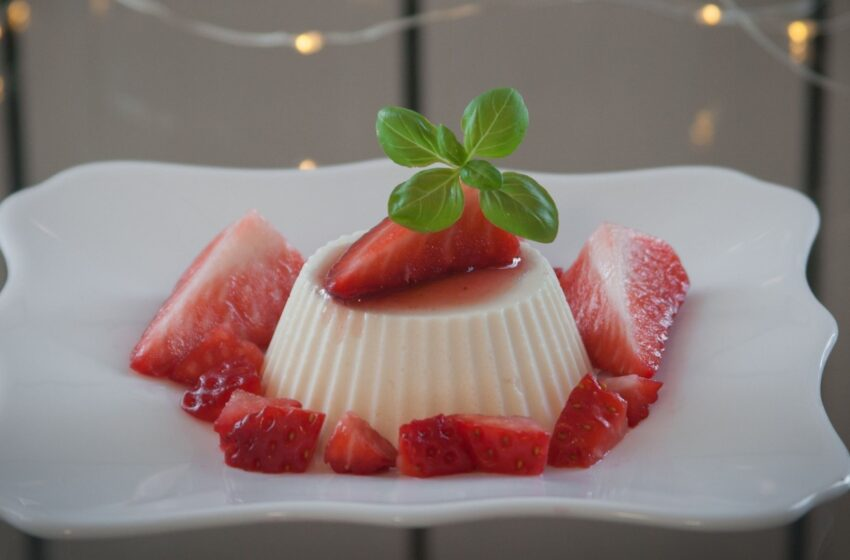 Minint Kovo 11-ąją – netikėto skonio trispalvio želė torto receptas
