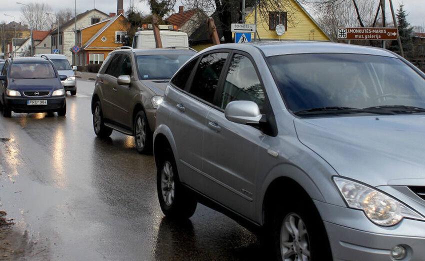 Miesto centre susidūrė trys automobiliai. Mieste eismo spūstys