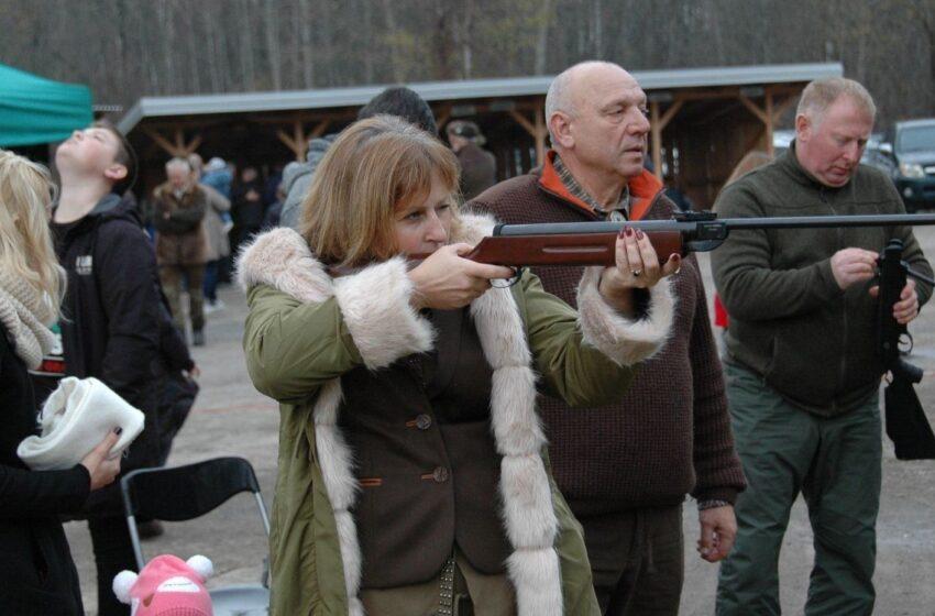 Daukšių kaime medžiotojai taikėsi į stirniną