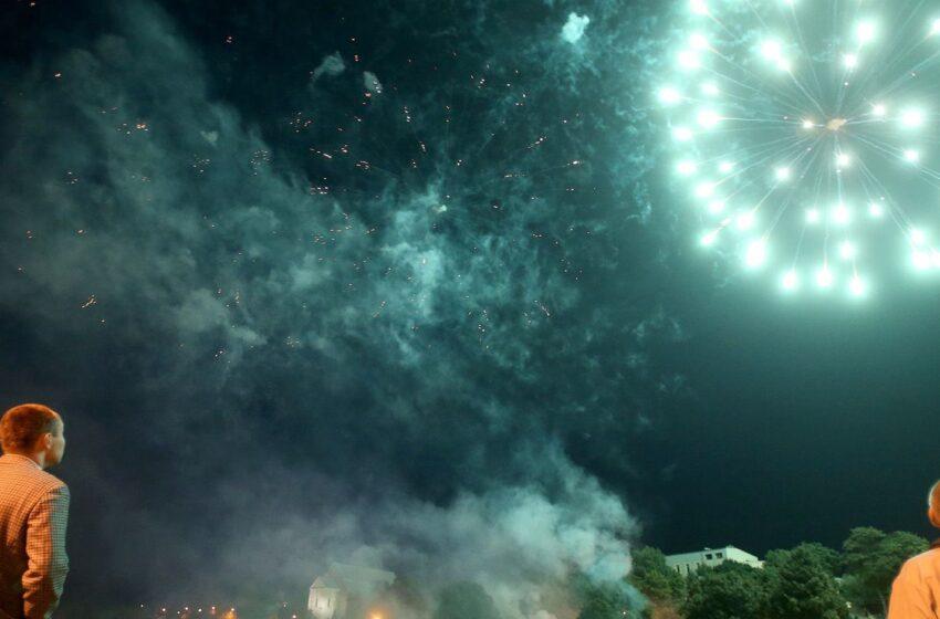 Miesto šventę užbaigė griausmingai: dangų nutvieskė fejerverkai, šokti kvietė vilniečiai