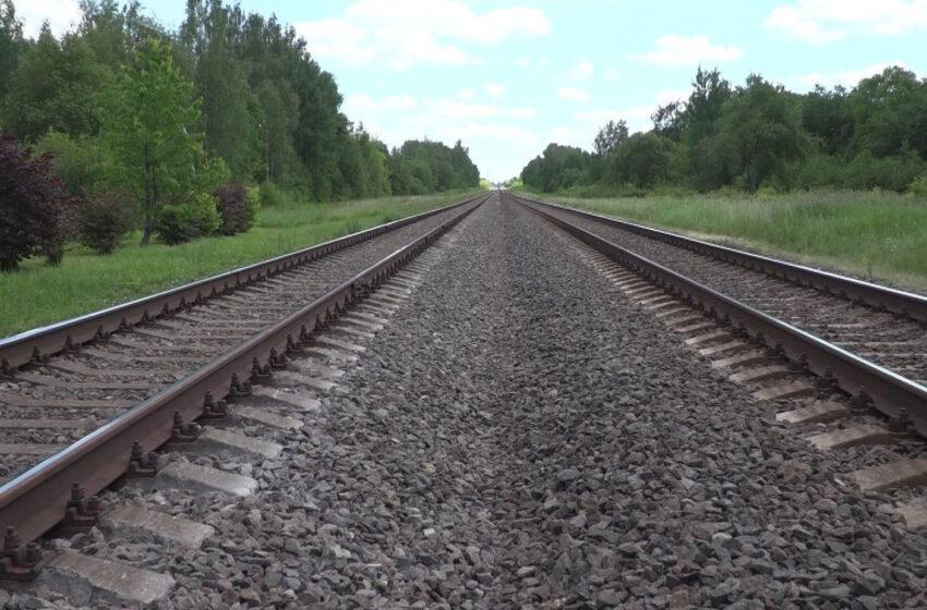 Traukinio partrenktas dviratininkas bėgo nuo medikų (video reportažas)