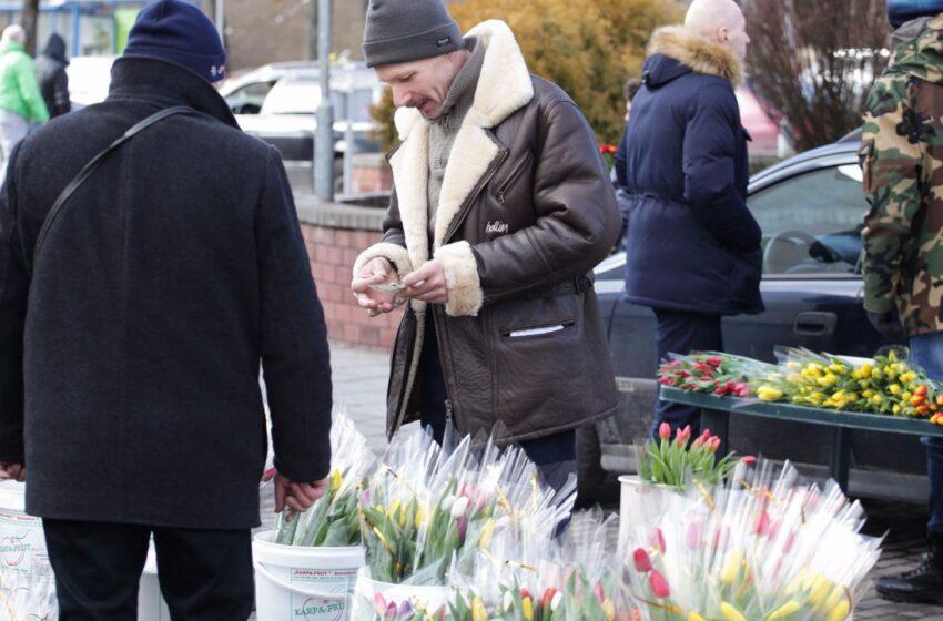 Kėdainiečiai šturmavo gėlių prekyvietes