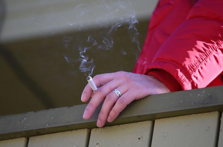Iki draudimo rūkyti balkone – vienas žingsnis