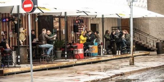 Karantino atlaisvinimai: kavinėms leista dirbti iki 24 val.