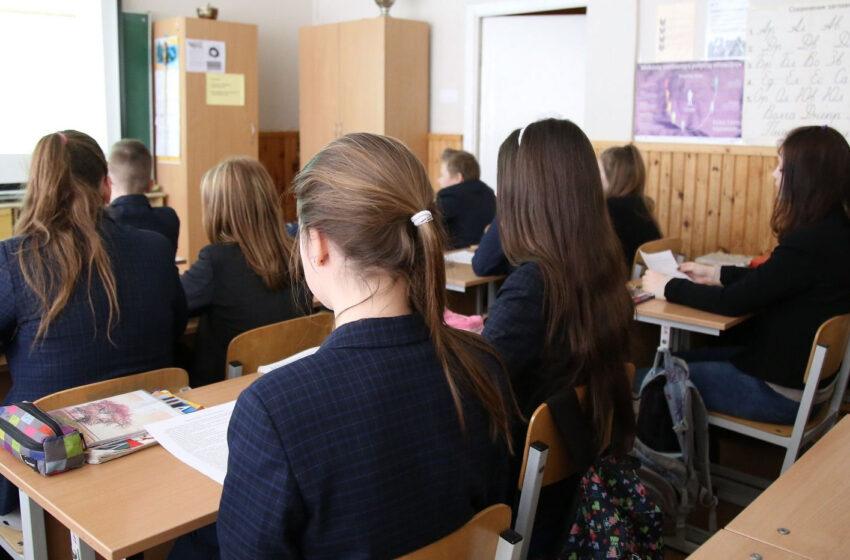 Mokinių mažėja, jaunų mokytojų taip pat