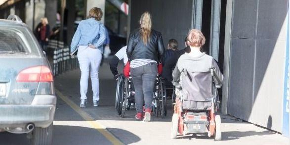 Nuo liepos neįgalieji galės tikėtis asmeninių asistentų pagalbos