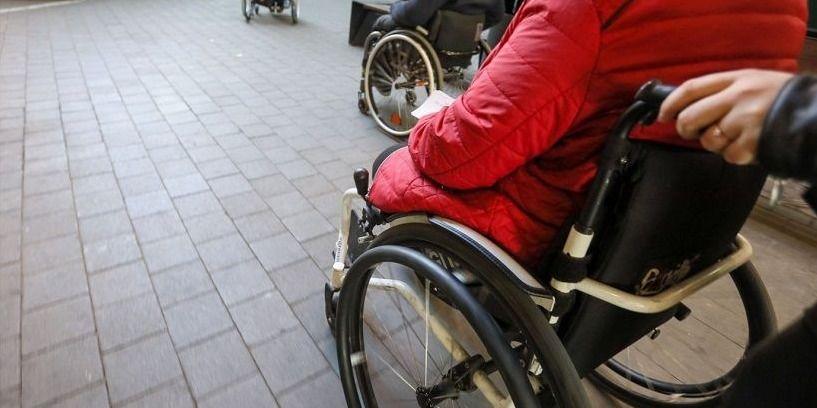 Nuo liepos neįgalieji galės turėti asmeninį asistentą
