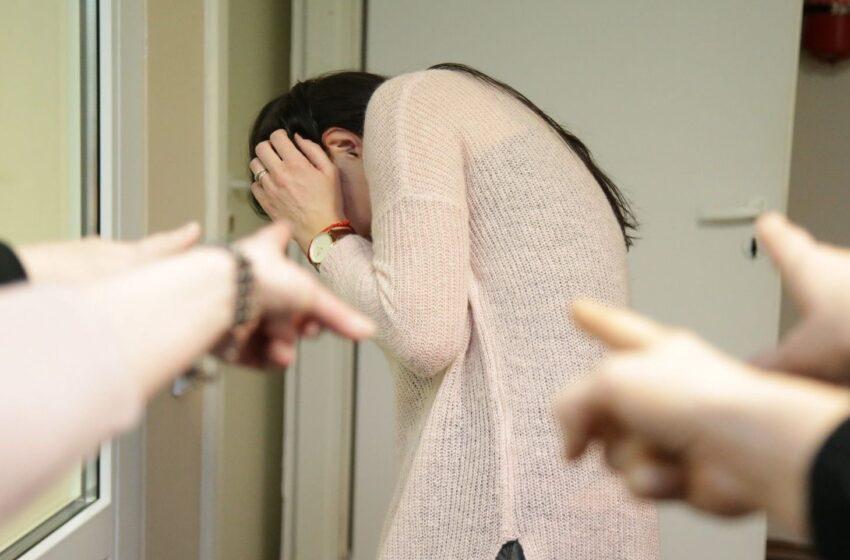 Psichologė pataria, kaip atpažinti šiandienines patyčias ir padėti vaikui, kurį skaudina