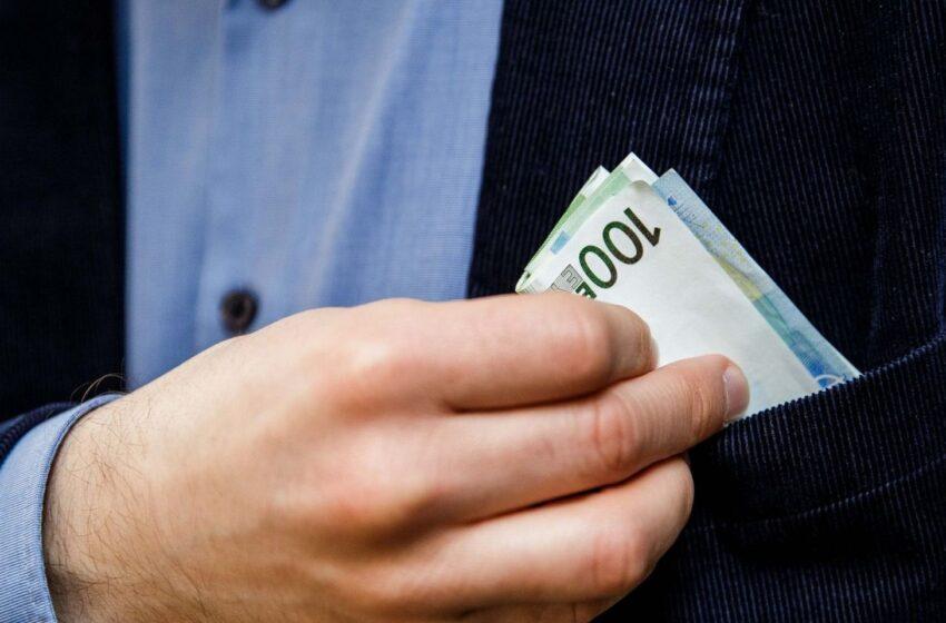 Kredito paėmimas svetimu vardu. Kaip tai įmanoma ir kaip to išvengti?